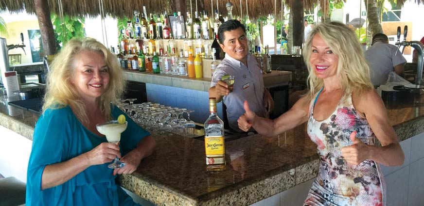 wine-ladies-at-bar